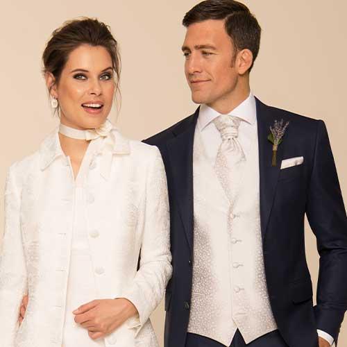 Bräutigam in schwarzem Hochzeitsanzug nach Maß
