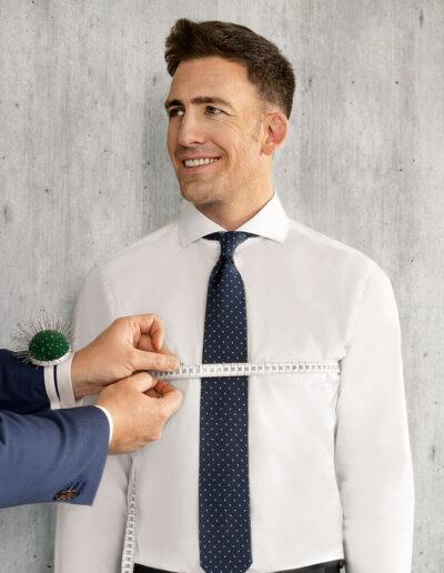 Weißes Hemd nach Maß